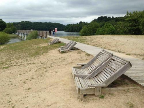 Puech des Ouilhes - passerelle et mobilier bois.jpg