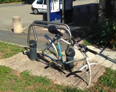 vélo roues volées - gare de viviez-decazeville.jpg